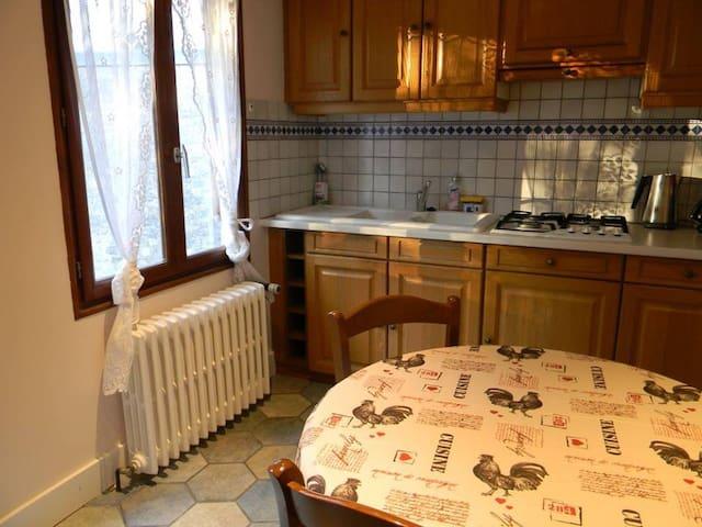 Appartement dans maison avec balcon et jardin - Besançon - Byt