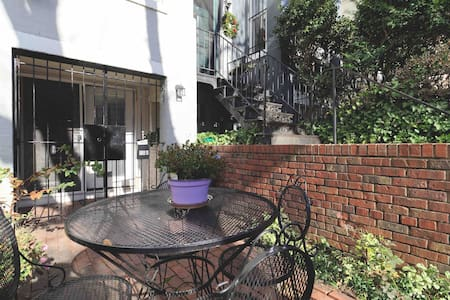 Cozy Capital Hill Apt. Close to Major Attractions