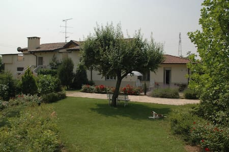 At 15 KM from lake GARDA Desenzano - Apartemen