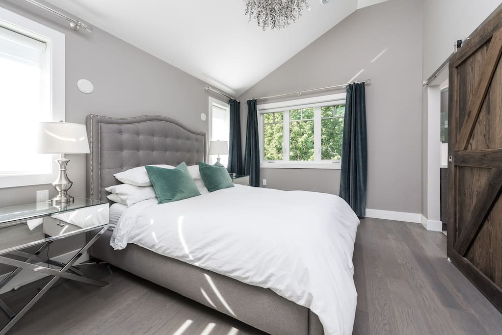 Master Bedroom with Tempurpedic Bed