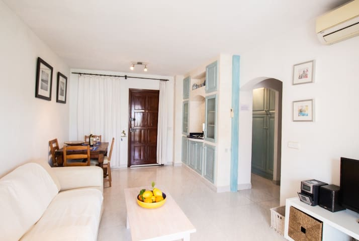 Tastefully Furnished,  Beachside Apartment