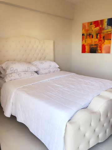 Queen bed , overlooking the pool and playground. Facing amenities!