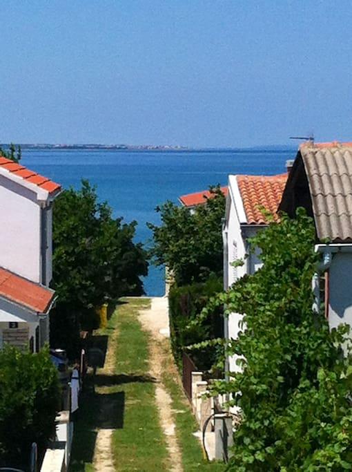 Blick zum Meer vom Balkon aus