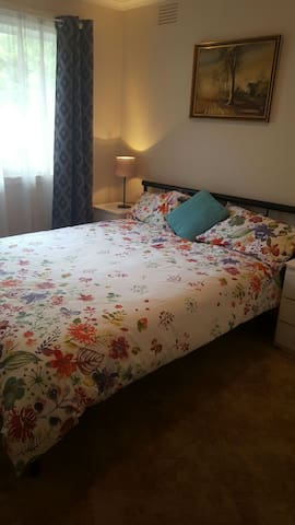Cosy bedroom and private lounge wi - Mentone - Appartamento