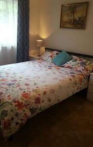 Cosy bedroom and private lounge wi - Mentone - Appartement