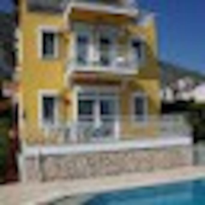 Altin Kosk, front view from the swimming pool
