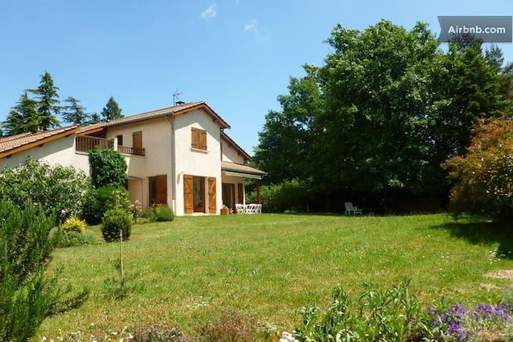Calme, espace, nature, Lyon à 25 mn - Craponne - House