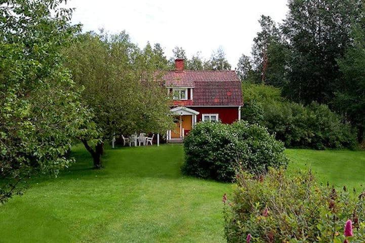 Cottage for 8. Near lake and river. - Kisa