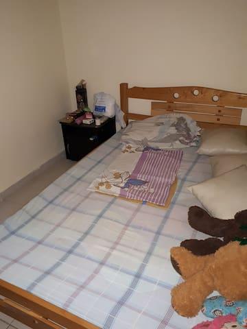 Una habitación confortable ambiente familiar