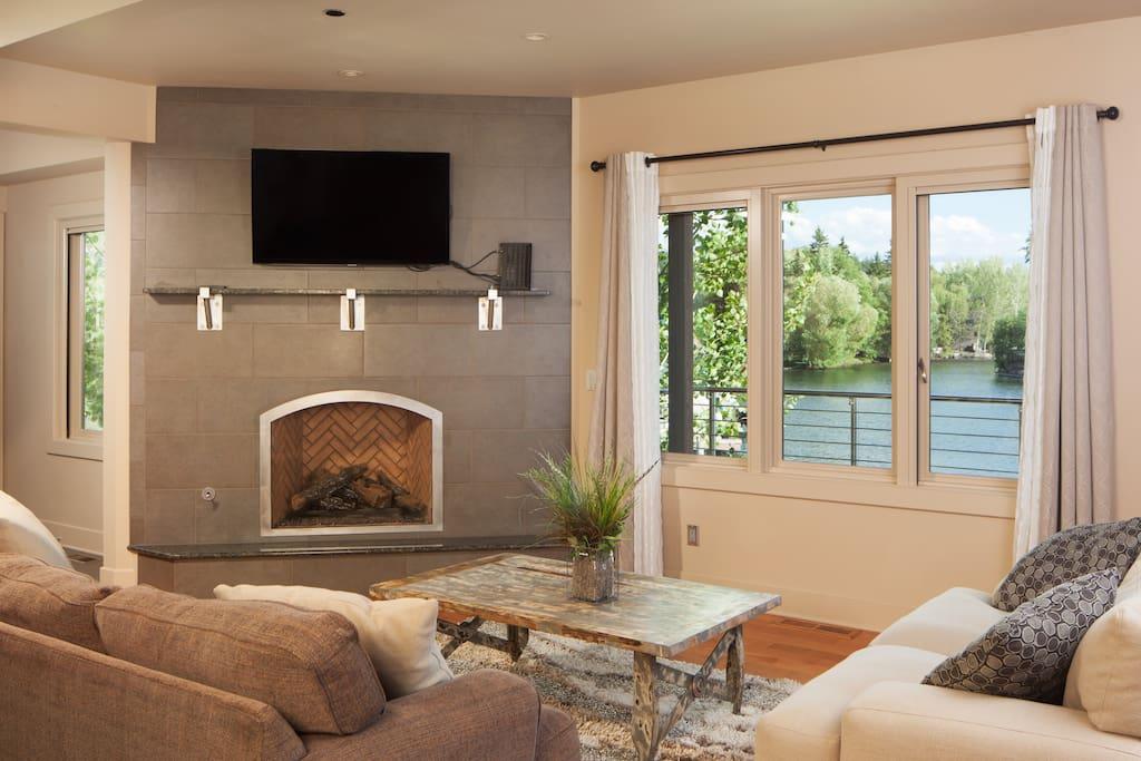 Living Room -Northshore Harbor Condo - www.enjoymontana.com