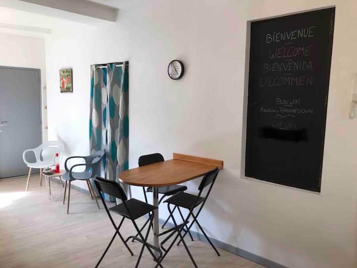 «Au MongénialAppart»: Vaste studio centre ville