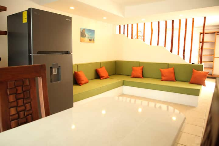 Homely Apt 5 min to the beach Fast Wifi A/C & Park