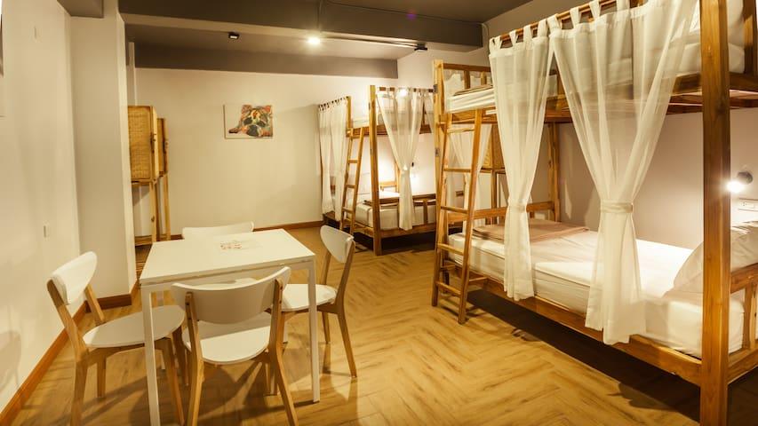 Private Room with 4 Beds & Shared Bathroom - กรุงเทพ - ที่พักพร้อมอาหารเช้า