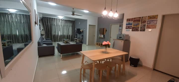 Greenview Home with Wifi[near KLIA/SIC/AEON Mall]