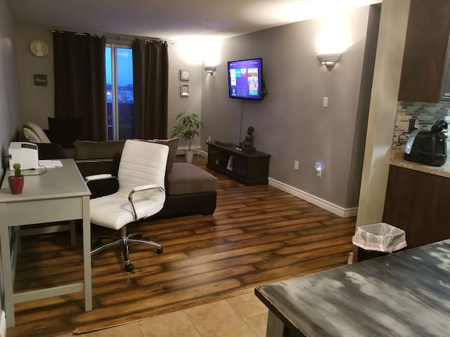 3rd floor 2 bedroom condo