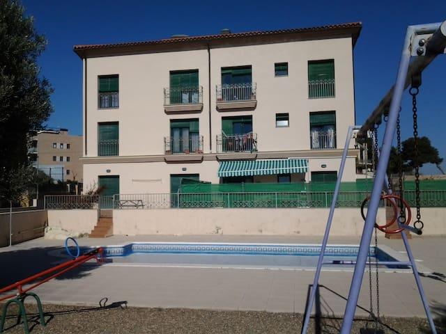 Apartamento en la playa, con piscina. - Torredembarra - Apartment