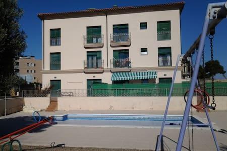 Apartamento en la playa, con piscina. - Torredembarra - Leilighet