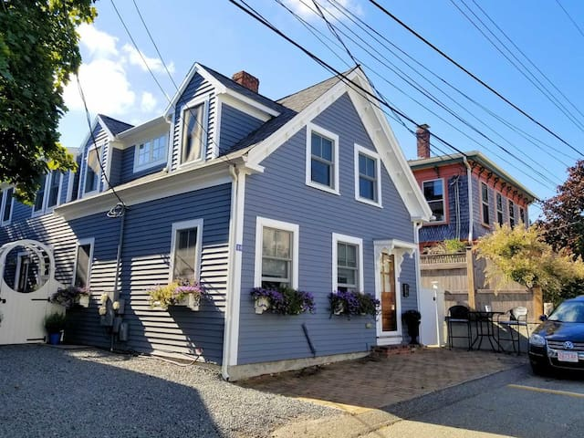 Charming one bedroom condo in the heart of Ptown!