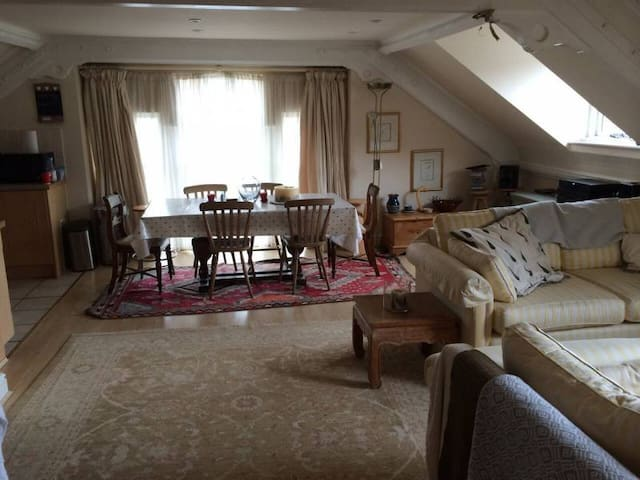 Characterful, Cosy Cotswold Apartment - Nailsworth - Appartement