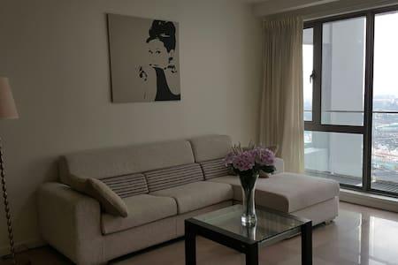 Cozy & Great Location in town!!! 2BD @ BK Bintang - Apartamento