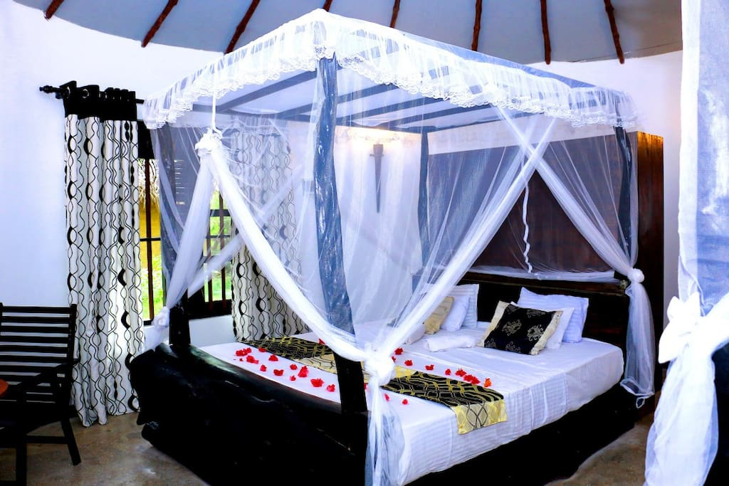 Queen size bed 1 + mosquito net