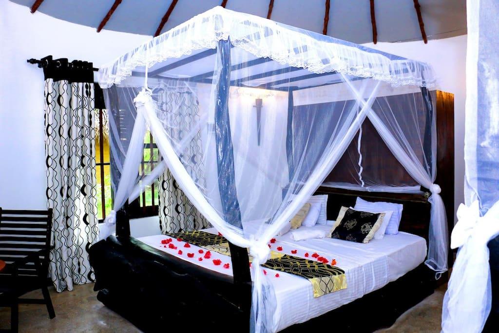 Queen size bed 1 + mosquito net