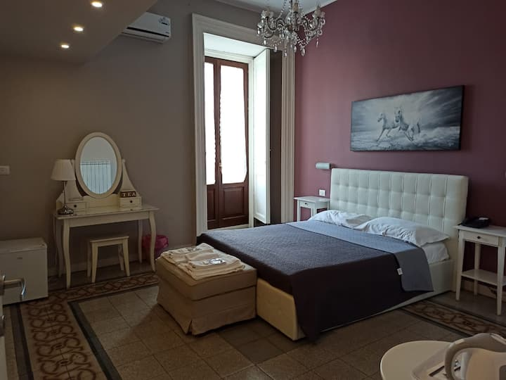 Queen Double Room in Catania's Historical Center