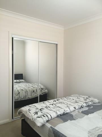 Private room in Penrith's newest suburb - Llandilo - House
