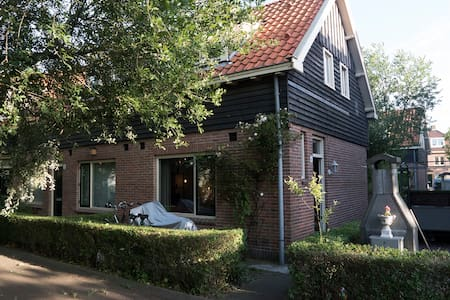 Authentic cozy home in Amsterdam North - Amsterdam - House