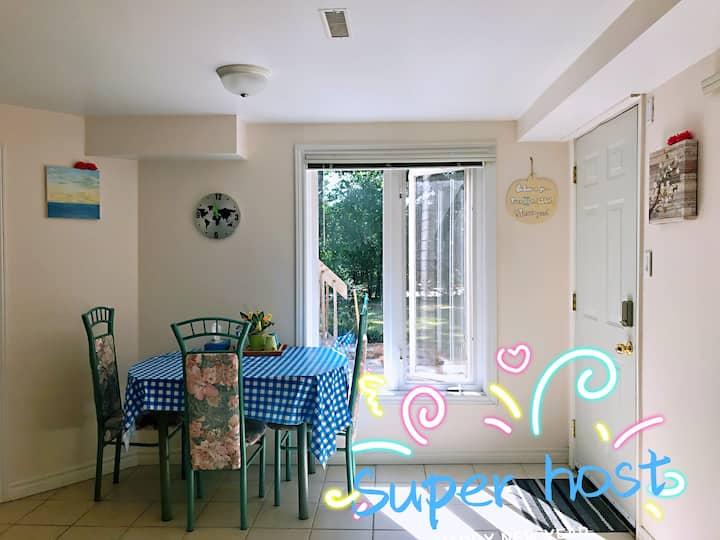 Bright private apt with sep entrance&parking