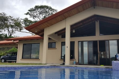 Casa Ay Caramba, perfect view in gated community - Atenas