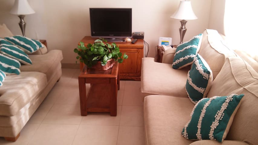 Very quiet, secure and comfortable house. WiFi - Tijuana - House