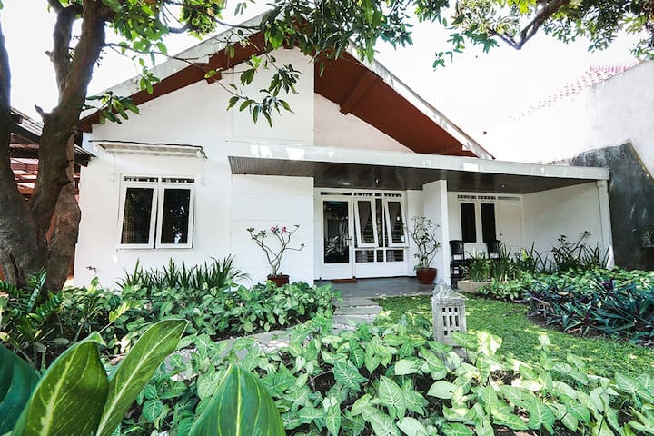 Comfy 5BR House only 4km from Central Jogja