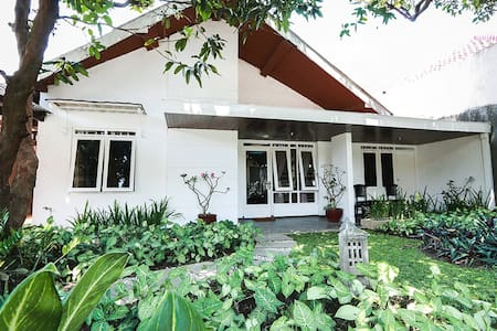 Comfy 5BR House only 4km from Central Jogja - Kecamatan Depok - 独立屋