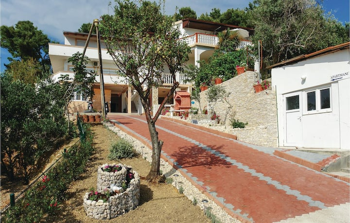 Awesome home in Vlasici with WiFi and 1 Bedrooms