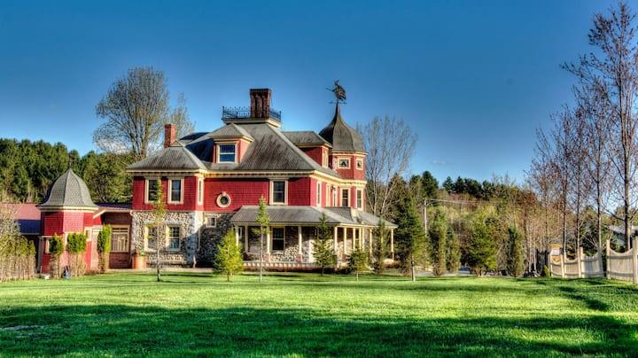 Grande maison ancestrale avec spa et salle de jeu