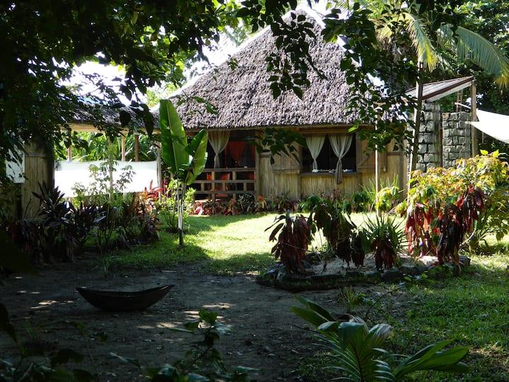 Maison traditionnelle en bois de palissandre