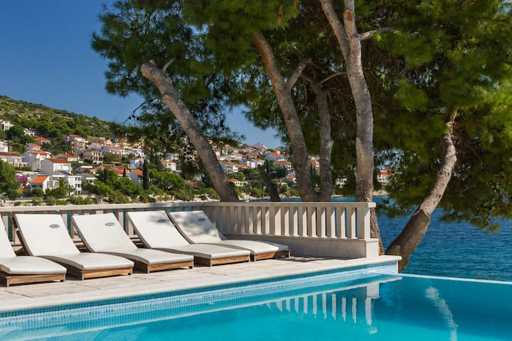 Seafront Villa - with heated swimming pool