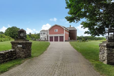 Beach Home w/ Exclusive privacy in  Southern Maine