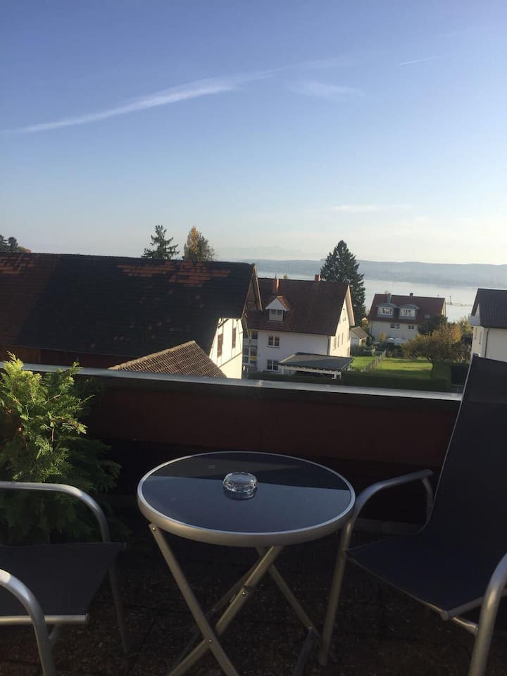 "Cosy Apartment ""Ferienwohnung Maria Feucht"" close to Lake Constance with Lake View, Wi-Fi, Balcony & Garden; Parking Available, Pets Allowed"