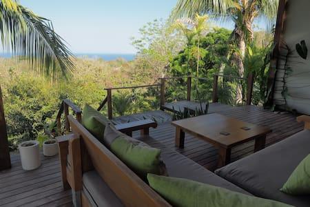 Sunrise Studio at Taru Rentals *Ocean Views*