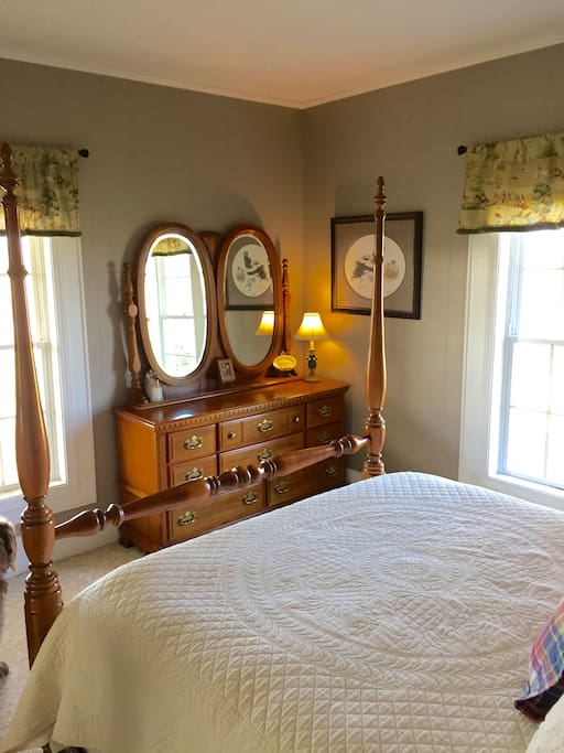 Guest room dresser and mirror