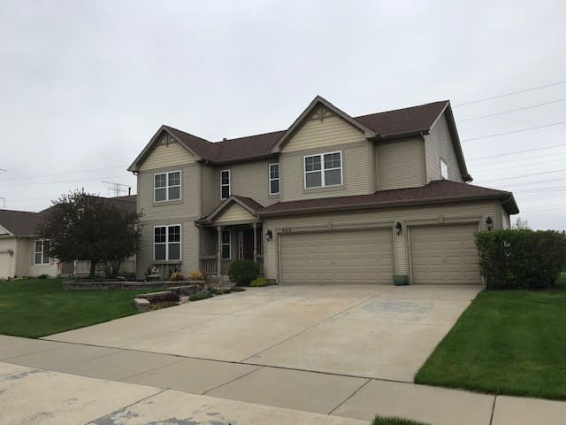 SHOREWOOD, IL ROOM FOR RENT- Room #3