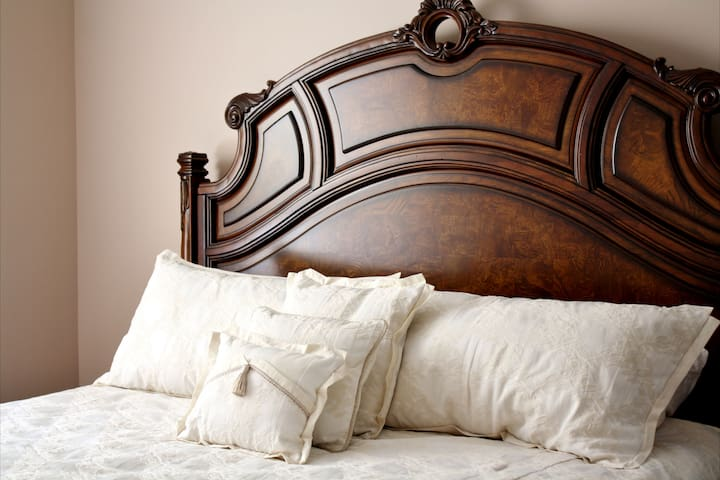 Eagle Rock Bed and Breakfast - The Repertoire (King Bed)