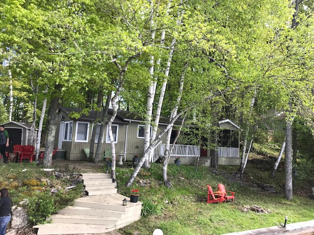 Beautiful Kingston-area cottage on Buck Lake