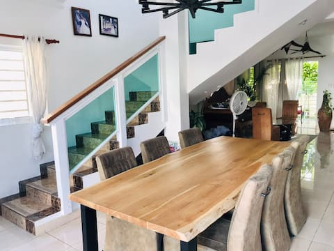 Entire 4 bedroom house in residential near beach