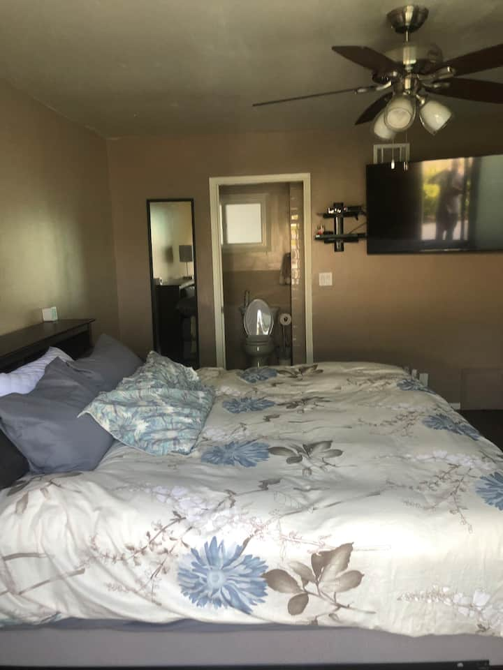 Private Room, Own Private Entrance, Cali King Bed