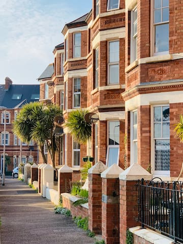 Exmouth Seaside Escape, just paces from seafront!