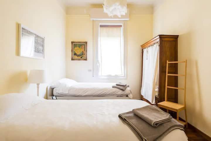 Comfy Twin Bedroom in a Convenient Location