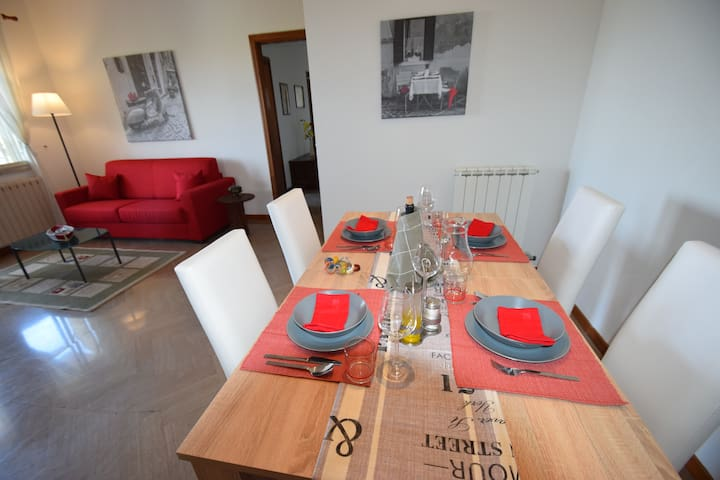 COZY APARTMENT IN A VILLA CLOSE TO THE BEACH - Carrozziere - Appartement
